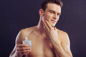 Bruk lotion etter barberingen så du slipper tørr og irritert hud.